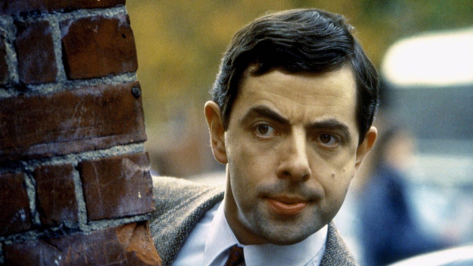 مستر بین (Mr Beanپ) یک مرد احمق با رفتارهای کودکانه است که شیرین کاری های دیوانه وارش او را از زمان اولین خرابکاری اش در سال 1990 به یک شخصیت جهانی تبدیل کرد.