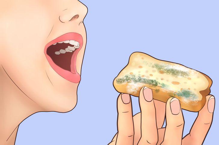 خوردن غذای کپک زده
