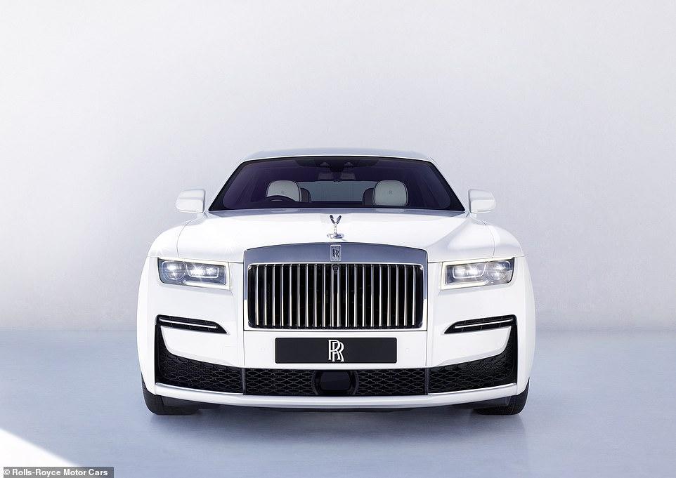 گروه خودروسازی رولز رویس از جدیدترین لیموزین خود با لقب Ghost به معنای روح رونمایی کرده است.