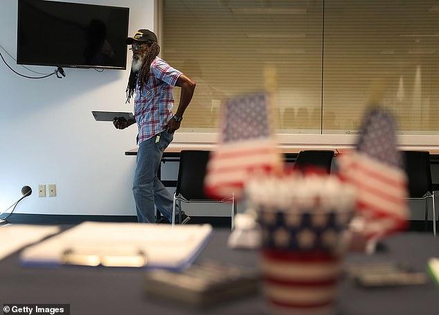 مایکل بلومبرگ میلیاردر مشهور آمریکایی بیش از 20 میلیون دلار از بدهی های 31000 زندانی در فلوریدا را پرداخت کرده تا این افراد بتوانند در رأی گیری انتخابات ریاست جمهوری ماه های آینده ایالات متحده شرکت کنند