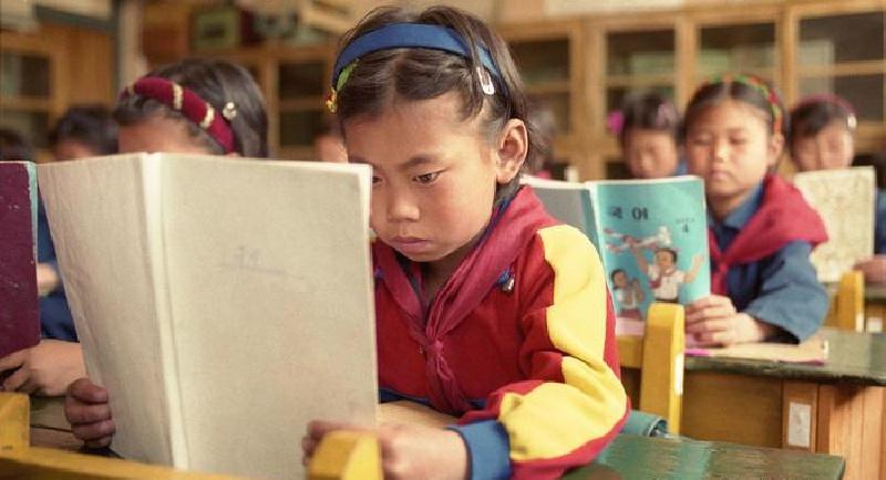 کودکان دبستانی در کره شمالی باید روزی ۹۰ دقیقه در مورد کرامات کیم جونگ اون بیاموزند