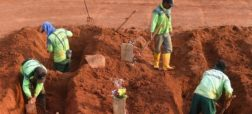 مجازات جدید ماسک نزدن در اندونزی؛ کندن قبر برای قربانیان کرونا