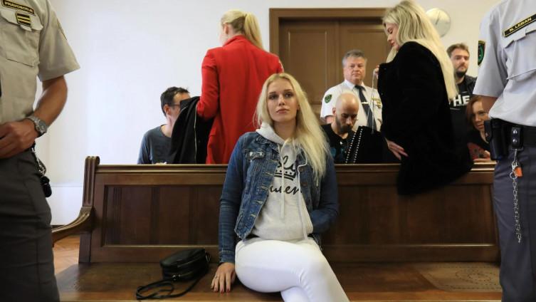 زن جوان اسلوونیایی برای دریافت بیمه ۱ میلیون یورویی دست خود را با اره قطع کرد