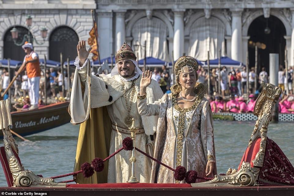 تصاویری از برگزاری فستیوالی تاریخی در ونیز در بحبوحه بحران کرونایی ایتالیا