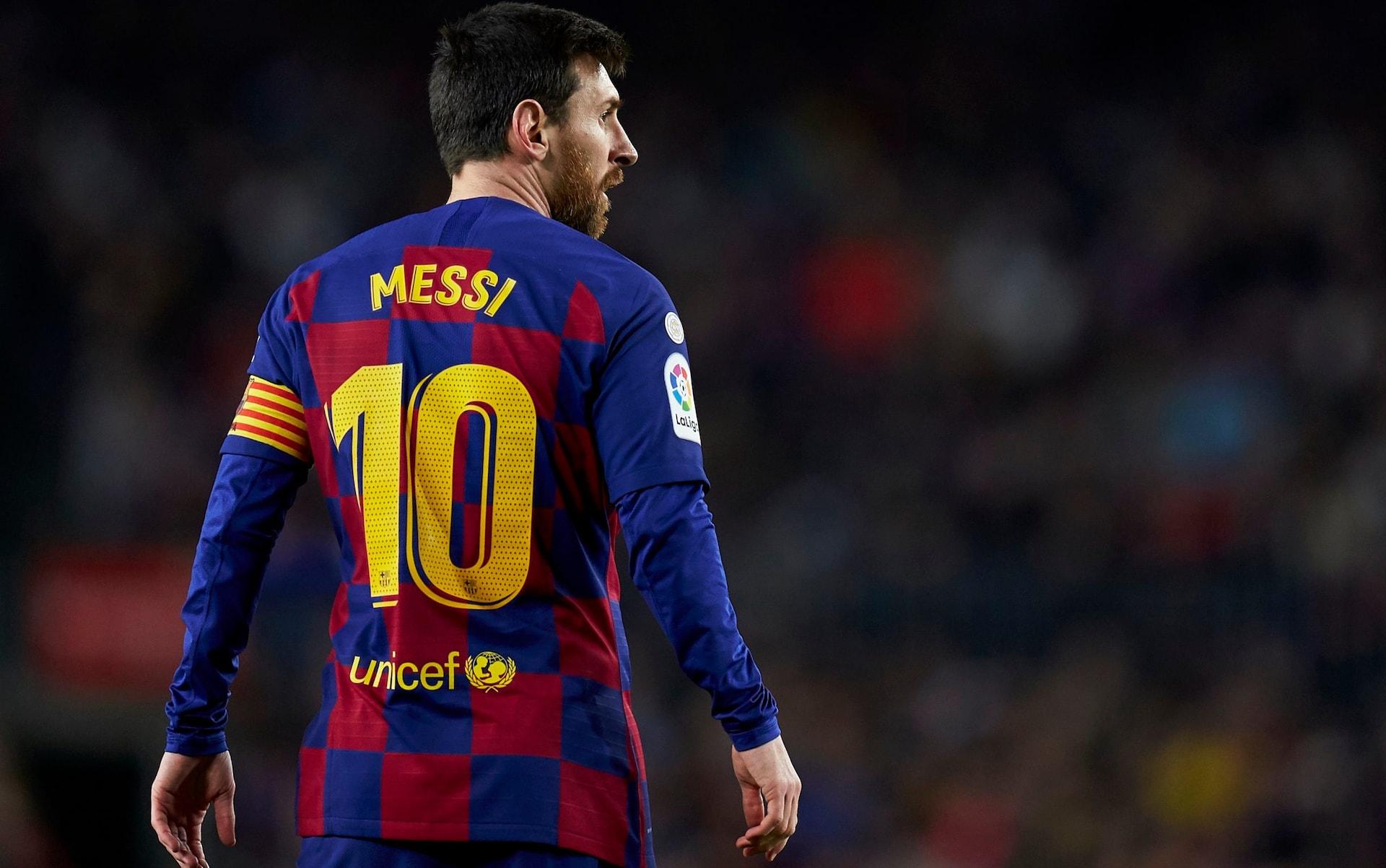 در ادامه قصد داریم شما را با 10 ستاره برتر دنیای فوتبال که تمام دوران بازی خود را در یک تیم ماندند و اسطوره وفاداری هستند آشنا کنیم.