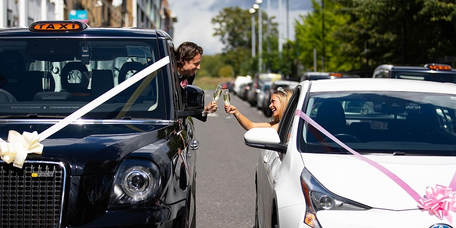 بزن بغل، عقد کن! راه اندازی اولین سرویس عروسی خودرویی در انگلیس