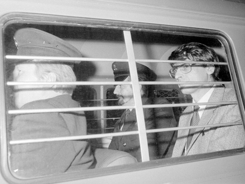 دنیس نیلسن یک قاتل سریالی بدنام و شیطان صفت بود که دستکم جان 15 مرد جوان را در اواخر دهه هشتاد و اوایل دهه نود گرفت.