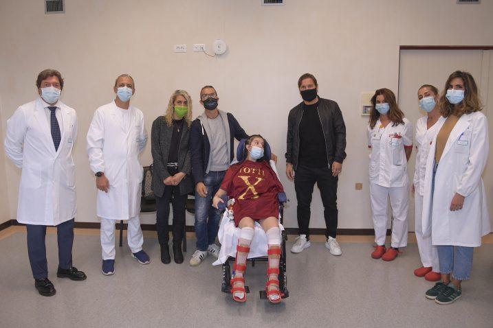 فرانچسکو توتی اسطوره تیم فوتبال آ اس رم در بیمارستان گملی شهر رم به دیدار دختری 19 ساله رفته که به گفته پزشکان نقش مهمی در بیرون آمدن او از کما داشته است.