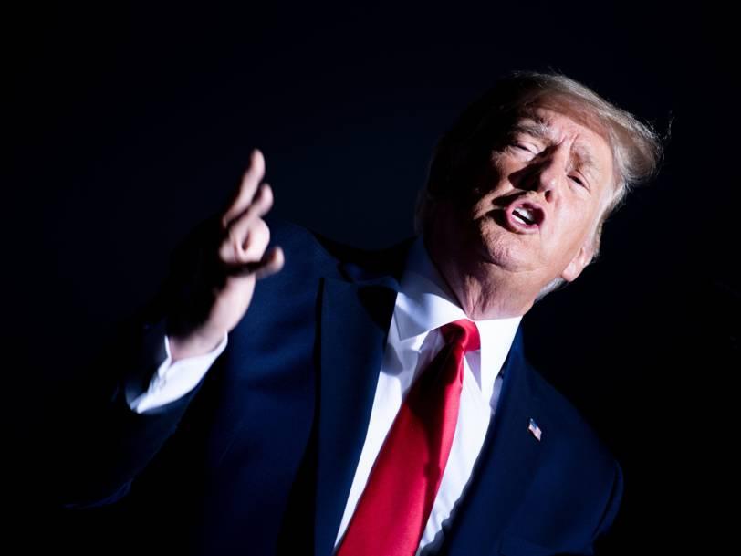 دونالد ترامپ رییس جمهور ایالات متحده روز یکشنبه در جمع هوادارانش در نوآدا بار دیگر به صورت ضمنی علاقه خود به سه دوره حضور در کاخ سفید را ابراز کرده
