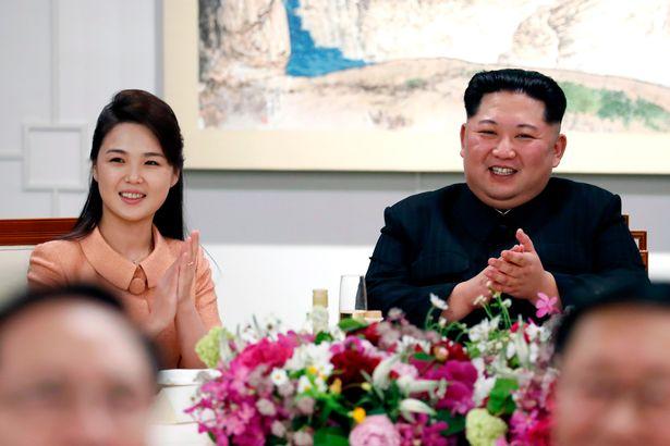 به نظر می رسد هیون سونگ وول 43 ساله که خواننده است، توانسته حتی خواهر جاه طلب و قدرتمند کیم جونگ اون را کنار زده و نزدیک ترین فرد به رهبر کره شمالی باشد.