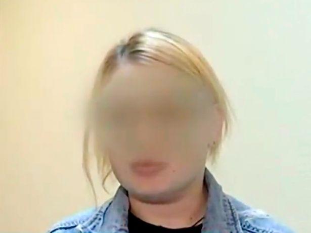لوییزا گادژیوا 25 ساله در مسکو، روسیه دستگیر شد پس از آنکه نوزاد دختر هفت روزه اش را در بازار سیاه به فروش گذاشت