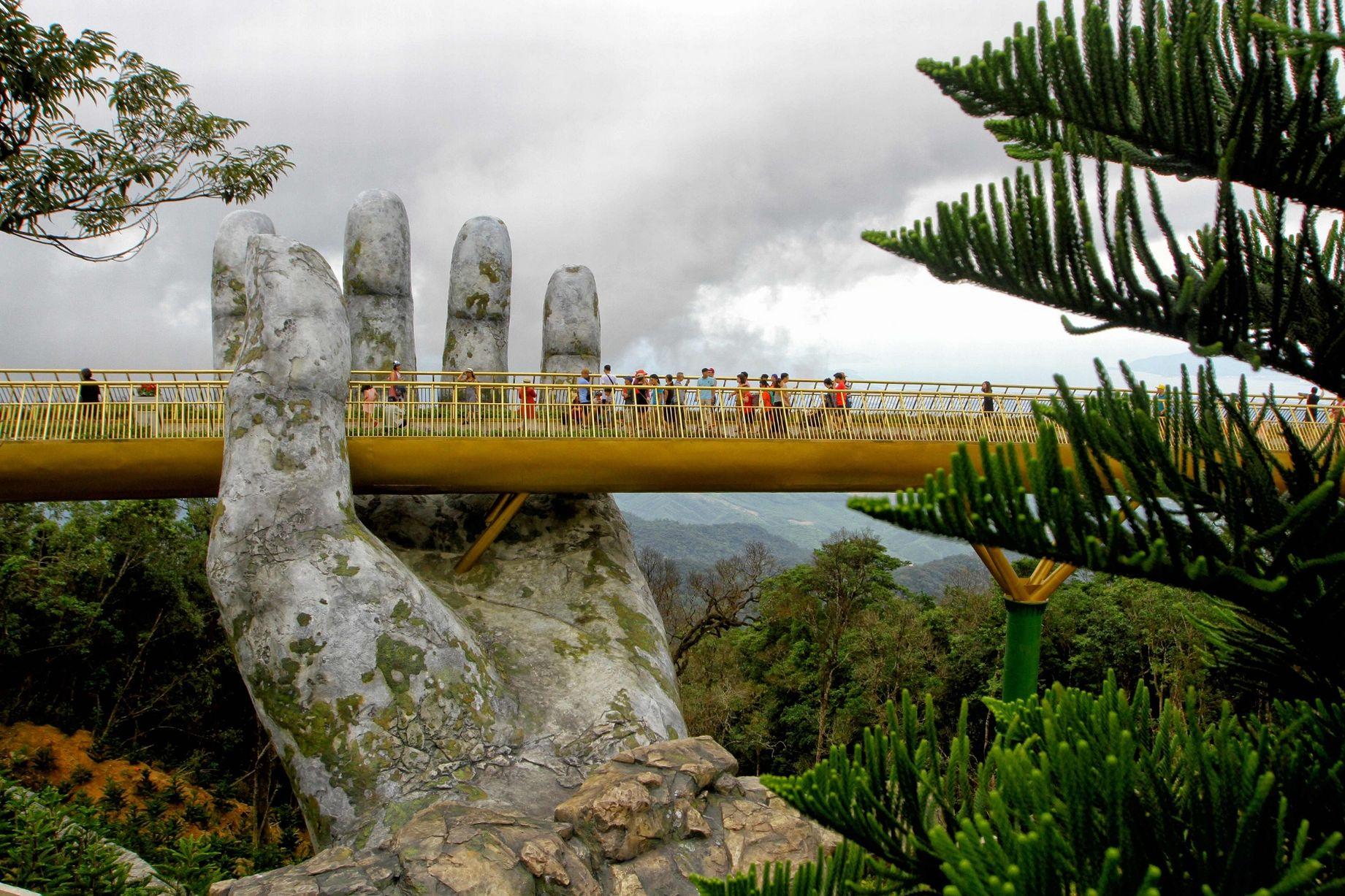 ۱۰ مجسمه غول پیکر که به جاذبه توریستی کشورها بدل شده اند