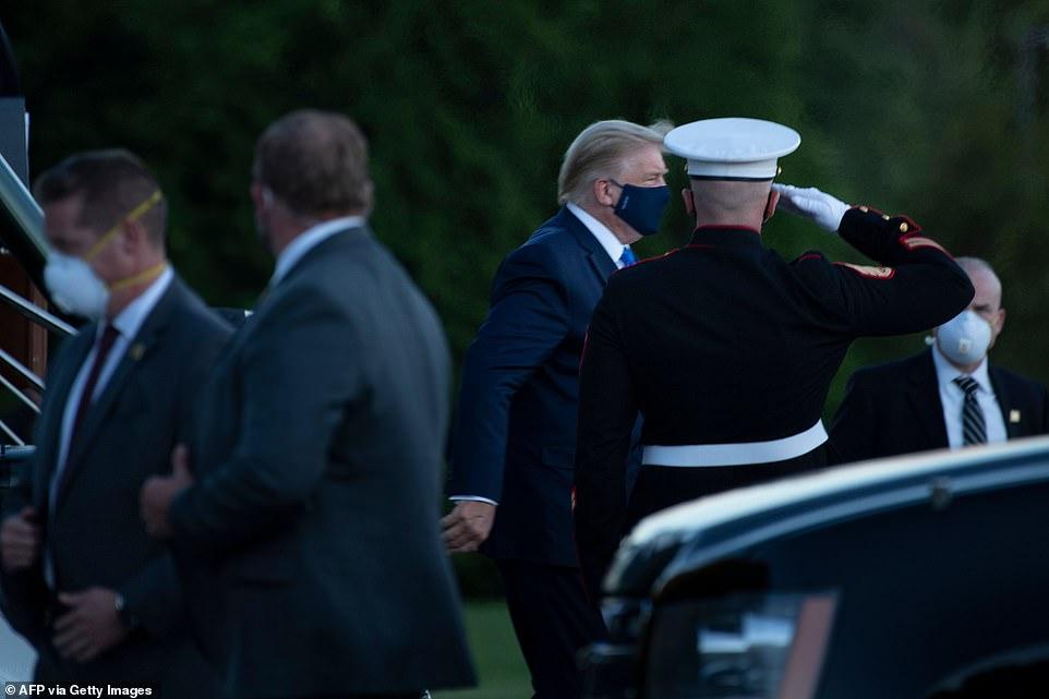پزشک مخصوص دونالد ترامپ اعلام کرده که حال وی «خوب است» و پس از انتقال به مرکز درمانی والتر رید به خاطر ابتلا به کرونا درمان با رمدسیویر آغاز شده است.