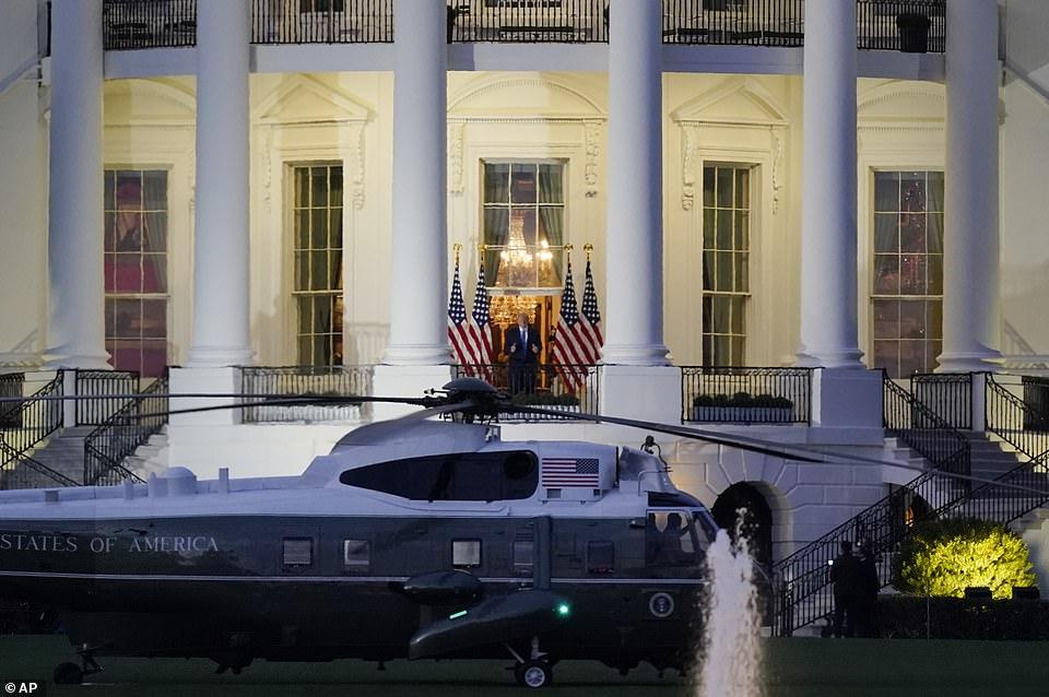 دونالد ترامپ روز دوشنبه بیمارستان والتر رید را ترک کرده و سوار بر هلی کوپتر مخصوص رییس جمهور به کاخ سفید بازگشت.