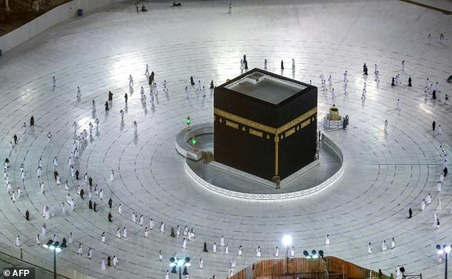تصاویری از برگزاری محدود مراسم عمره مفرده در عربستان