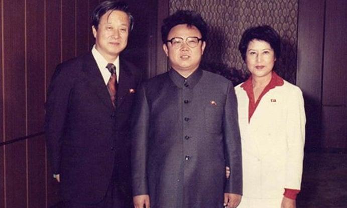 در واقع کره شمالی به جهان دروغ می گوید؛ دولت به ملت دروغ می گوید و مردم به همدیگر دروغ می گویند.