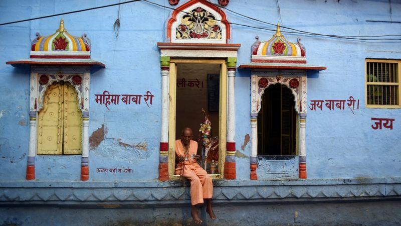 سیستم طبقاتی (caste system) هند یکی از قدیمی ترین سیستم های طبقه بندی و ارزش گذاری اجتماعی در جهان است.