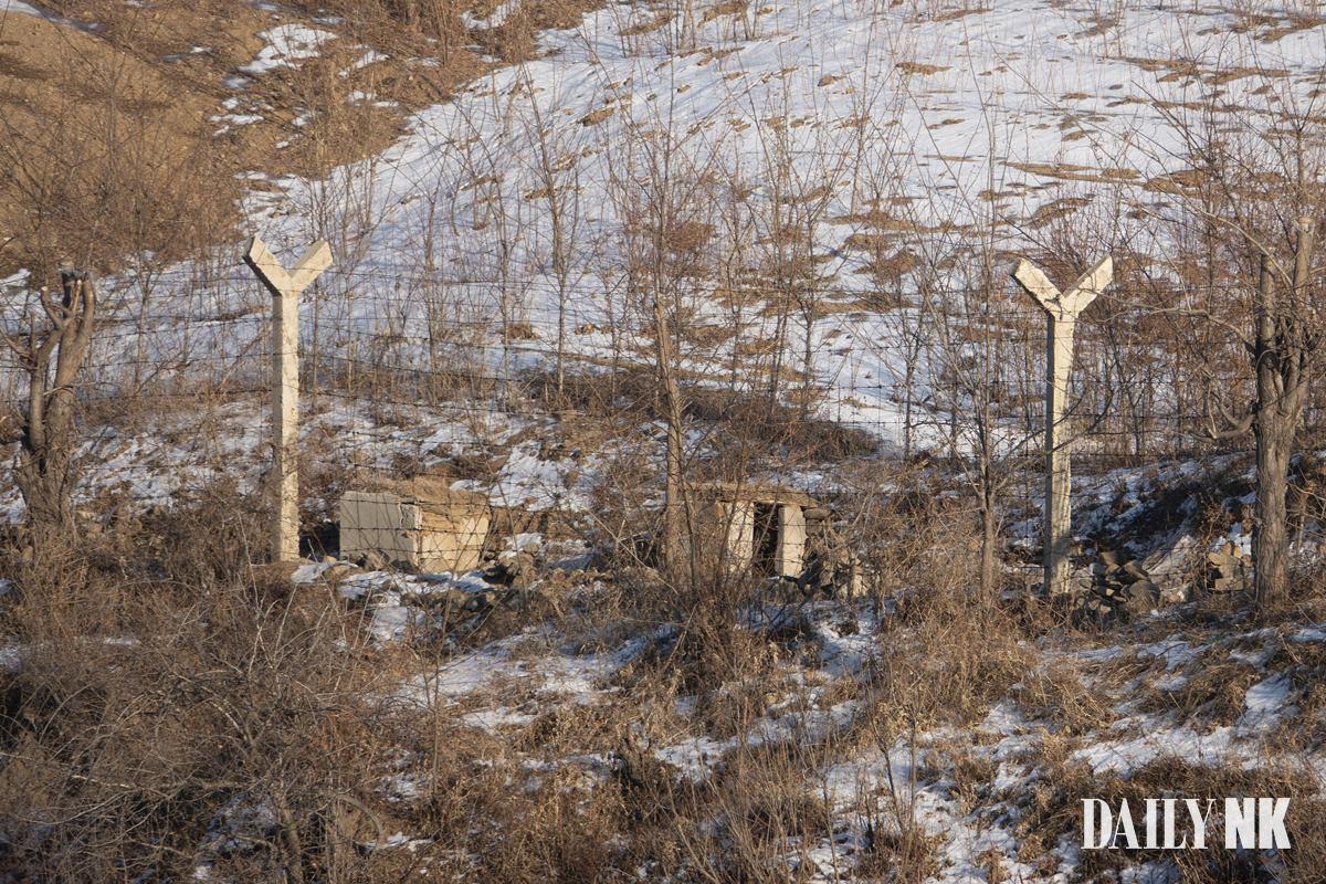 زندانیان در کره شمالی در کمپ های مخصوص موسوم به گولاگ مجبور می شوند آب رودخانه ای را بنوشند که خاکستر هم بندی های مرده شان در آن ریخته شده است.