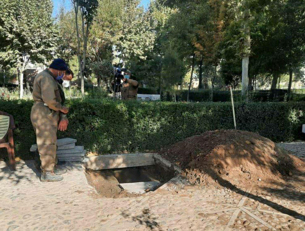 لحظه به خاک سپردن استاد محمدرضا شجریان با صدای ربنا در توس + ویدیو