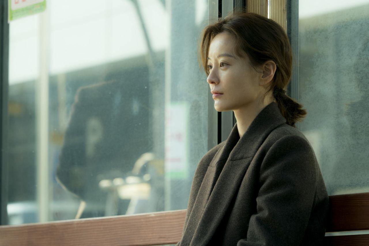 برای اینکه انتخاب را برای شما آسان تر کنیم، در ادامه این مطلب قصد داریم شما را با 10 مورد دیگر از بهترین فیلم های کره ای که قبل از مرگ باید ببینید آشنا کنیم.