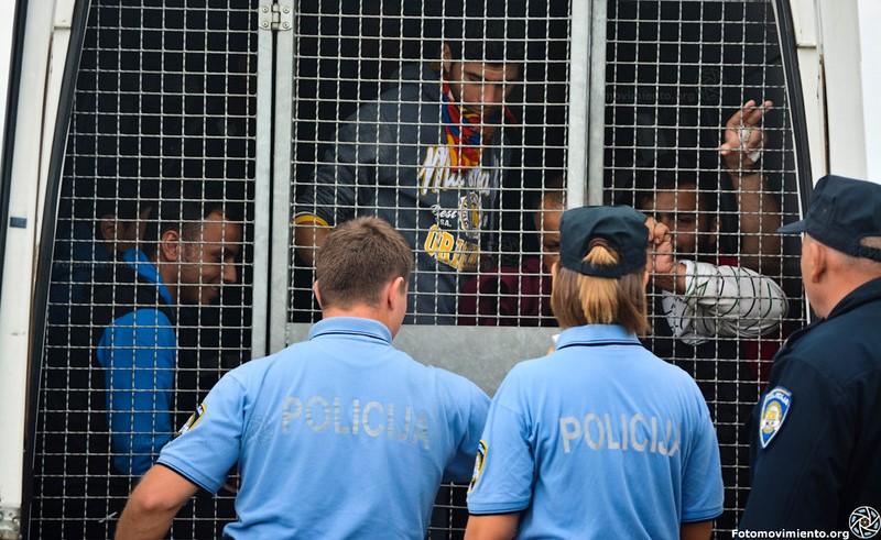 بر اساس اسناد و تصاویر منتشر شده، پناهجویانی که از جنگ و رنج فرار کرده و اکنون در مرز بوسنی و هرزگوین با کرواسی گرفتا شده اند توسط پلیس مرزی کرواسی شکنجه می شوند.
