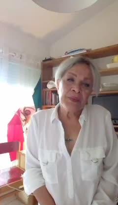 محبوبه بیات بازیگر پیشکسوت سینما، تئاتر و تلویزیون پس از مهاجرت به فرانسه و سکونت در پاریس کشف حجاب کرده و با انتشار ویدیویی نسبت به اوضاع کنونی مردم در ایران انتقاد کرد و خود را همدرد مردم دانست.