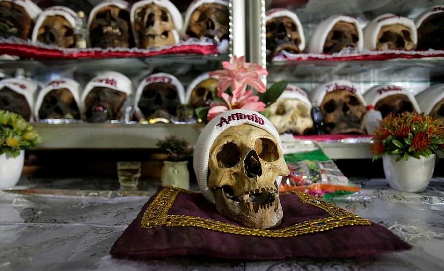 رسم عجیب مردم بولیوی؛ تزئین جمجمه مردگان برای کسب شانس و سلامتی