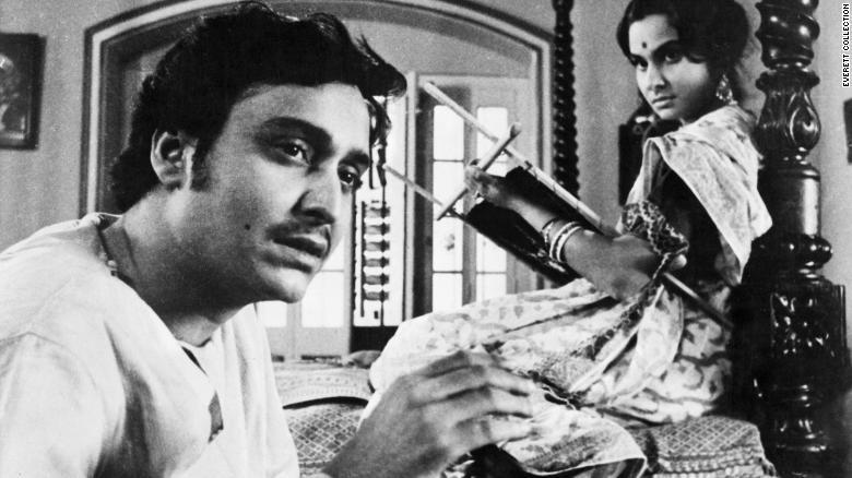 سومیترا چاترجی بازیگر افسانه ای سینمای هند و از شاگردان مشهور ساتیاجیت رای، کارگردان برنده اسکار بالیوود، در سن 85 سالگی در اثر ابتلا به ویروس کووید-19 درگذشت.