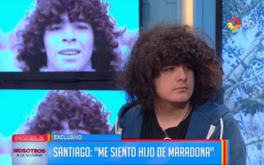 پسر نوجوانی که مدعی است فرزند نامشروع دیگو مارادونا است خواستار نبش قبر چهره افسانه ای دنیای فوتبال برای انجام تست دی ان ای و تصدیق ادعایش شده است.