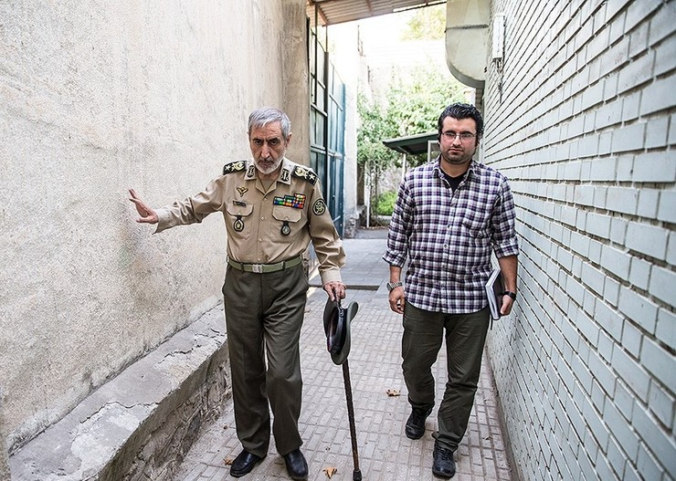 در روزهای اخیر ماجرای سردار احمد دادبین ، فرمانده لشکر ۲۸ پیاده کردستان و فرمانده سابق نیروی زمینی ارتش بسیار خبرساز شده بود.