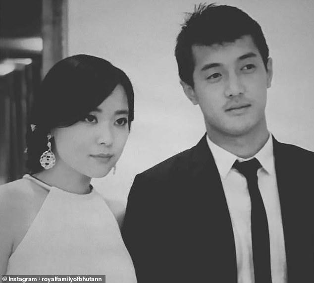 پرنسس یوفلما 27 ساله که خواهر ناتنی پادشاه بوتان است، دیروز در یک مراسم مخفیانه با داشو تینلای نوربو 28 ساله که خلبان و برادر کوچکتر ملکه است ازدواج کرد.