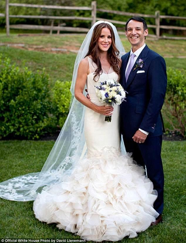 اشلی بایدن در 8 ژوئن 1981 بدنیا آمد. دو برادر بزرگ تر او، بو و هانتر بایدن، نتیجه ازدواج جو بایدن با همسر سابقش نیلیا بودند.