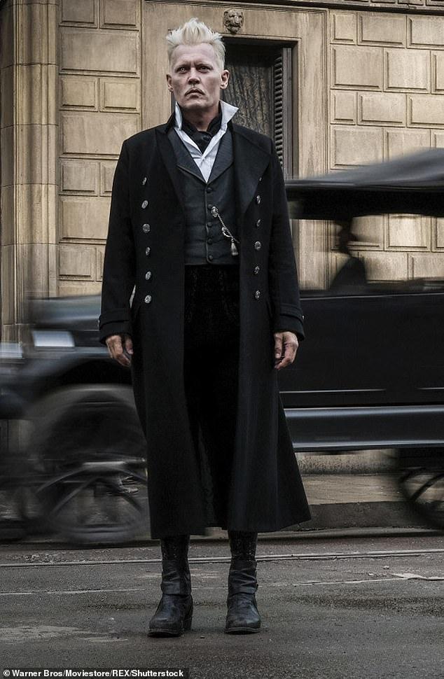 جانی دپ دستکم 10 میلیون دلار به خاطر فیلمبرداری یک سکانس از فیلم Fantastic Beasts 3 دریافت خواهد کرد، حتی پس از اینکه نقش گریندلوالد را از دست داد.