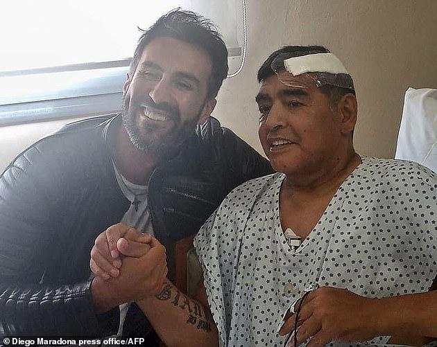 دیگو مارادونا که چهارشنبه گذشته در اثر حمله قلبی در سن 60 سالگی درگذشت هنگام مرگ تنها 75,000 دلار در حساب بانکی خود داشت و به شدت بدهکار بود.