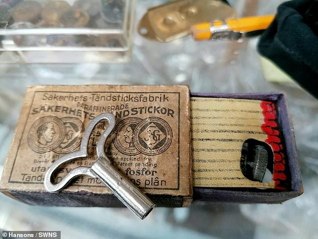 مجموعه ای از گجت هایی توسط جاسوسان بریتانیایی در دوران جنگ جهانی دوم برای جاسوسی مورد استفاده قرار گرفته بود در یک حراجی به فروش خواهند رسید.