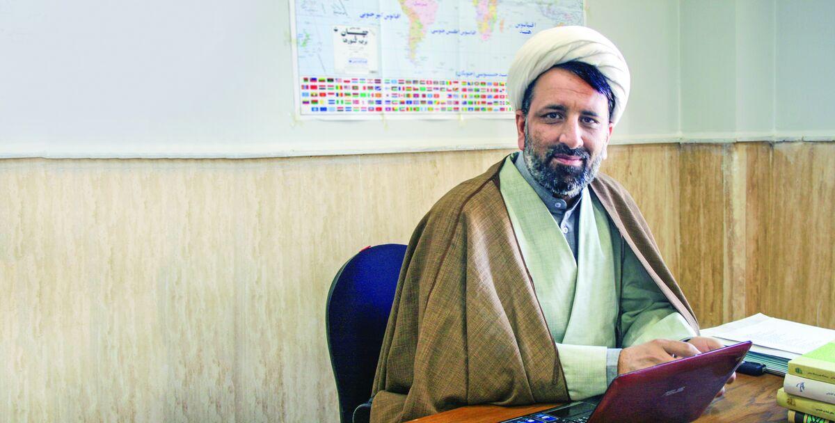 حجت الاسلام احمد رهدار عضو هیات علمی دانشگاه باقرالعلوم می گوید چون ائمه میلیاردر بوده اند روحانیون هم باید میلیاردر باشند.
