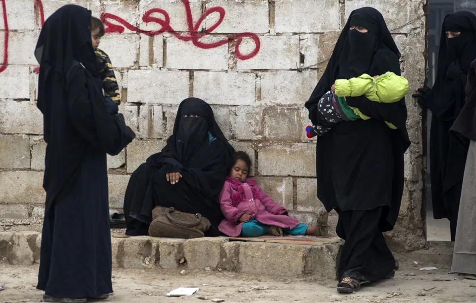 عروسهای جهادی داعش در تلاش برای جمع آوری اعانه و فرار از زندان های سوریه