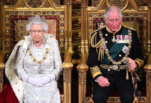 احتمال کناره گیری ملکه بریتانیا از قدرت طی ۶ ماه آینده