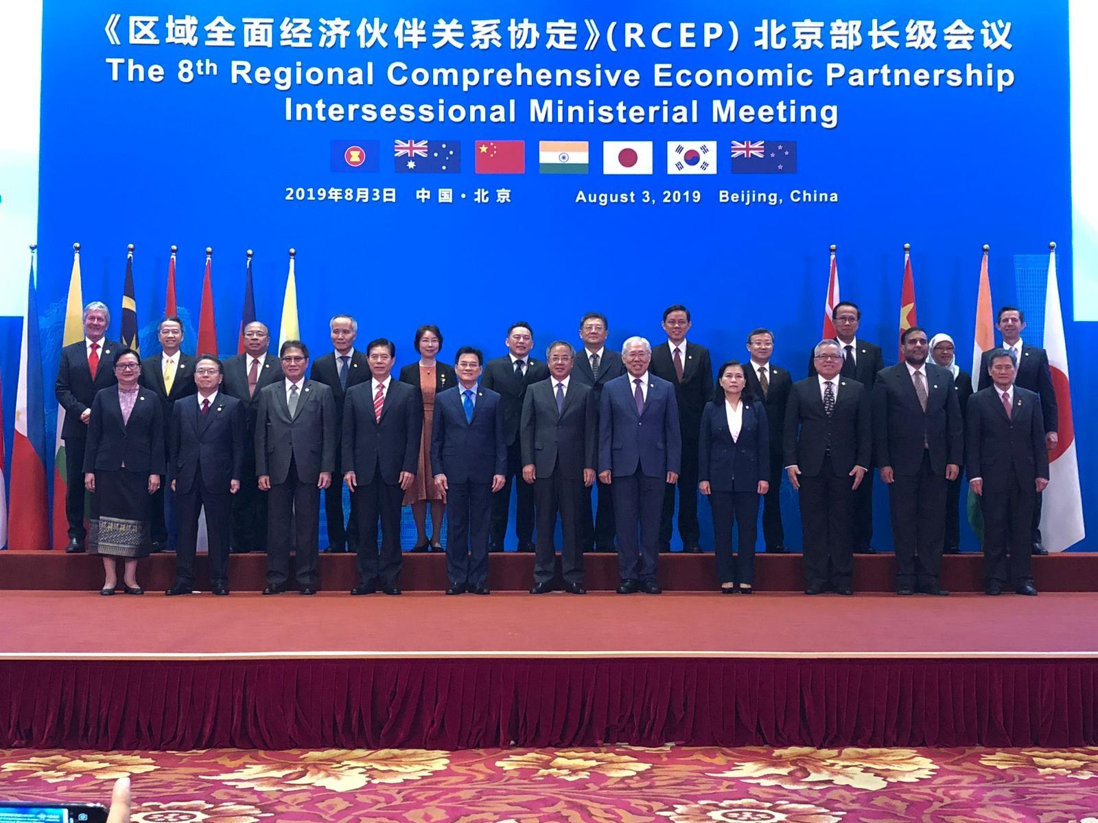 15 کشور آسیا-اقیانوسیه روز یکشنبه بزرگ ترین قرارداد تجارت آزاد جهان را امضا کردند که موفقیتی بزرگ برای چین در توسعه سلطه خود بر اقتصاد جهان به شمار می آید.