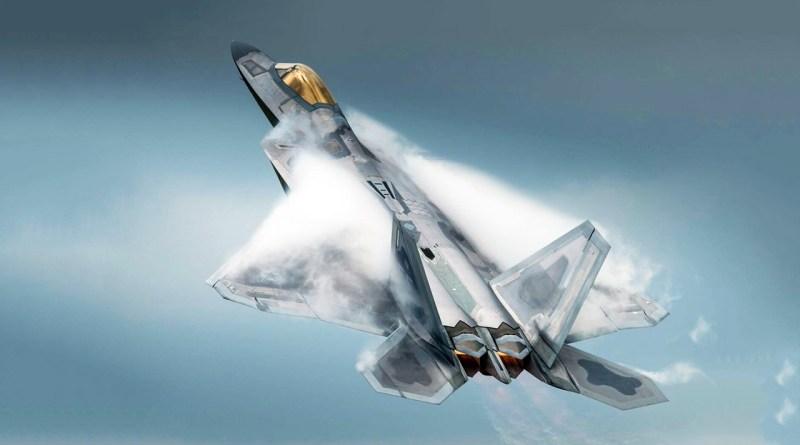 مانورهای باورنکردنی و متهورانه جنگنده F-22 Raptor در پایگاه هوایی آلاسکا + ویدیو