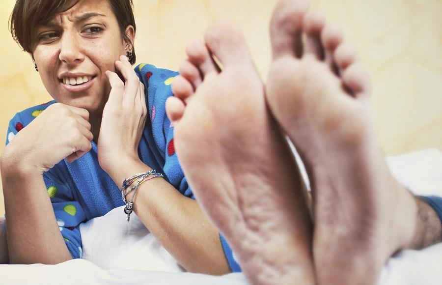 اختراع یک جوراب مخصوص برای از بین بردن بوی بد پا