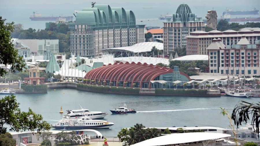 بخش Economist Intelligence Unit (EIU) که 133 شهر جهان را در زمینه هزینه زندگی با هم مقایسه کرده، هنگ کنگ، پاریس و زوریخ را گران ترین شهرهای جهان دانسته است.