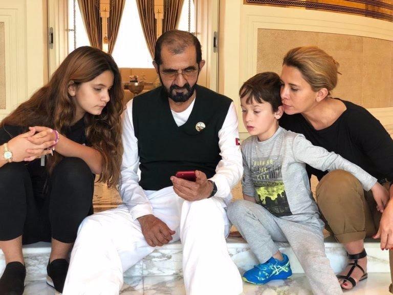 پرنسس هیا که ششمین و جوان ترین زن شیخ محمد آل مکتوم حاکم دبی به شمار می آید به مدت دستکم دو سال با بادیگارد انگلیسی خود رابطه عاشقانه داشته است.