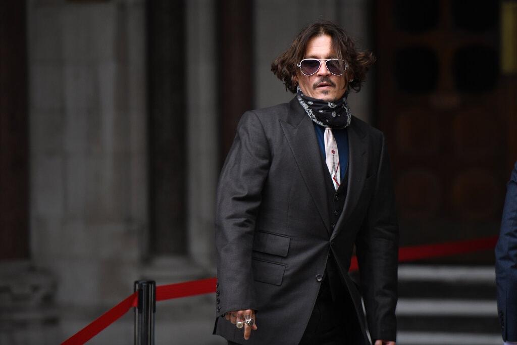 روز دوشنبه اعلام شد که جانی دپ شکایت خود از امبر هرد و روزنامه Sun به جرم افترا را واگذار کرده و باید بیش از دو میلیون پوند هزینه های دادرسی را بپردازد.