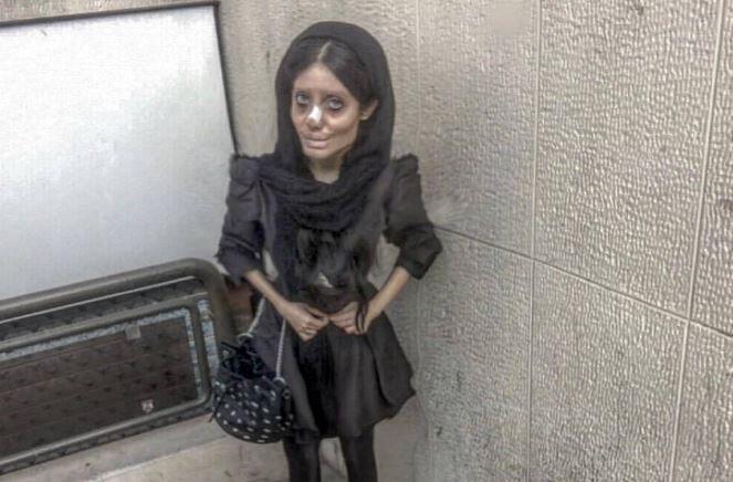 سحر تبر با نام اصلی فاطمه خویشوند یکی از چهره های جنجالی سال های اخیر ایران بوده که نامش به رسانه های خارجی نیز راه یافته است.