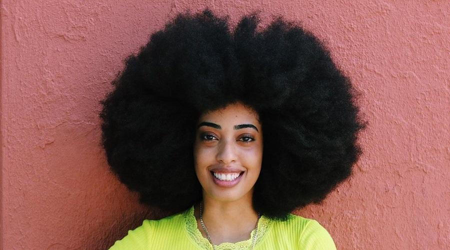 زن آمریکایی رکورد جهانی بلندترین موی آفرو را شکست