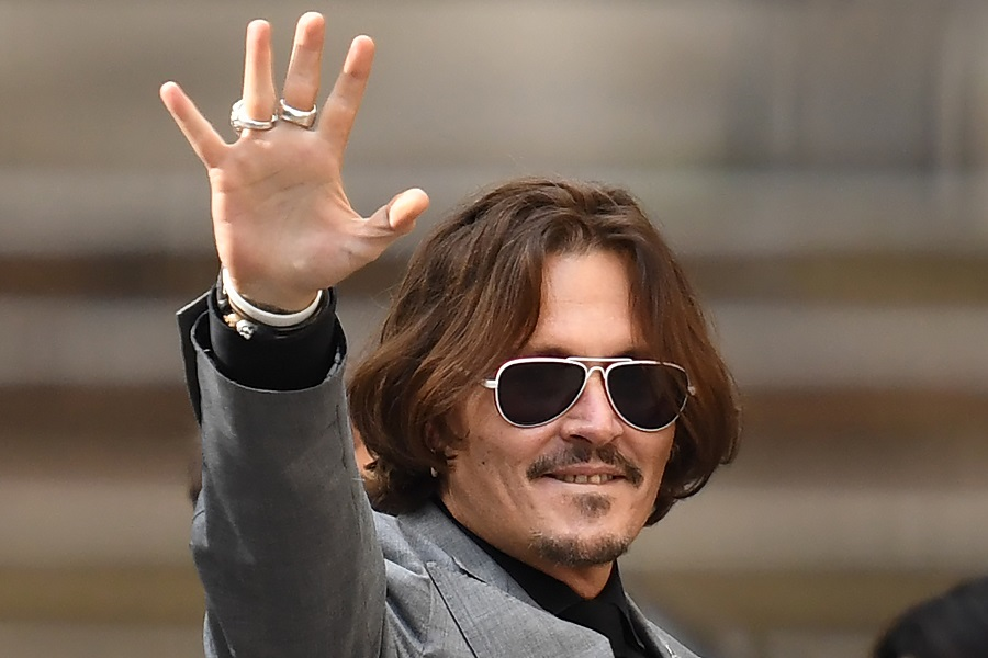 اعتراض طرفداران جانی دپ به پخش فیلم جدید امبر هرد با تماشای ۲۴ ساعته فیلم های او