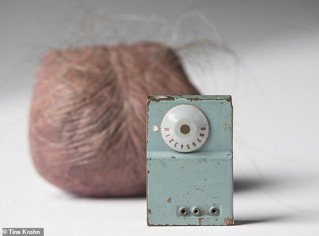 در ادامه این مطلب قصد داریم شما را با 10 مورد از عجیب ترین ابزارهای جاسوسی در تاریخ آشنا کنیم.