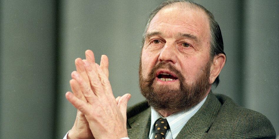 پیرترین خائن به بریتانیا که خود گفته است 600 جاسوس بریتانیا را لو داده است در سن 98 سالگی در مسکو درگذشت.