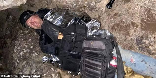 ک کوهنورد مجروح که در هنگام کوهنوردی دچار حادثه شده و سنگ بزرگی روی او افتاده بود، بعد از 12 ساعت دست و پنجه کردن با مرگ به شکلی معجزه آسا نجات یافت.